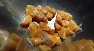 comment cuisiner du saumon surgelé salade de saumon au curry et huile de coco tahiti