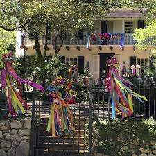 Parade Float Decorations In San Antonio by How Fiesta U0027s Elite Decorate Their Own Homes For Fiesta San
