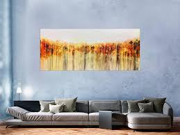 abstraktes acrylgemälde in orange gel weiß fließtechnik helle farben mediterran
