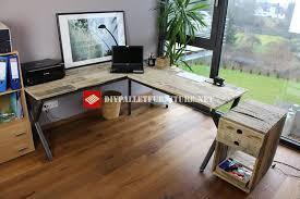 bureau en acier bureau avec structure en acier et planches de palettesmeuble en