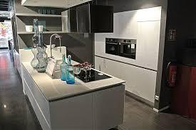 wellmann musterküche moderne einbauküche mit halbinsel mit