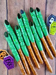 Halloween Pretzel Rod Treats by Pretzel Witch Wart Fingers Green Candy Pretzel Rods And Candy Melts