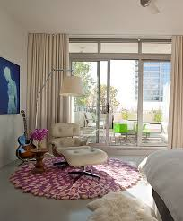 View In Gallery Brilliantly Casual Way Of Decorating The Bedroom Corner