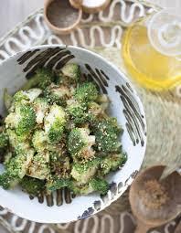 cuisiner les brocolis salade de brocoli au sésame pour 4 personnes recettes à table