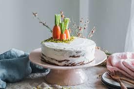veganer karottenkuchen mit walnüssen frischkäsetopping