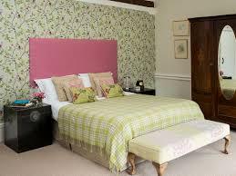 romantisches schlafzimmer in grün und bild kaufen