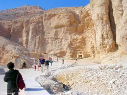 100 In The Valley Of The Kings Luxors Palaces And The Of The Sandalsand Global