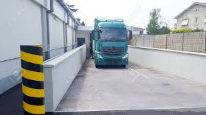 Modern Professional Commercial 18 Wheeler Semi Truck Docking.. Stock ...