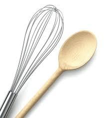 ustensile de cuisine ustensile cuisine bois fouet et cuillare en bois ustensile de