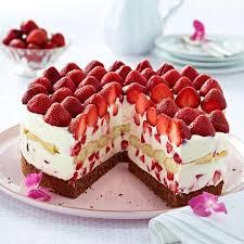 erdbeer mascarpone torte mit konfitüre glasiert
