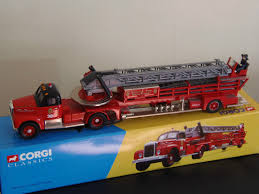 100 Model Fire Trucks CORGI CLASSICS 150 SCALE CHICAGO MACK B SERIES AERIAL LADDER MODEL