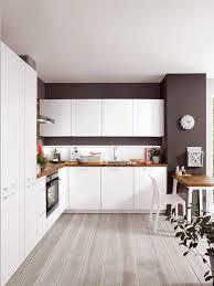 traumkombi weiße küche und kontraststarke wandfarbe