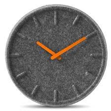 orologio in feltro di sebastian herkner wanduhr design