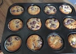 kirsch joghurt muffins mit mandeln
