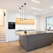 moderne graue küche mit insel laserer tischlerei
