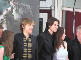 File:William Moseley, Ben Barnes & Anna Popplewell French Premiere ... Mark Johnson And Andrew Adamson Photos The Chronicles Of Ben Barnes Czechs On Prince Caspian Photo 1209251 Is A Melbourne Man 1160531 William Moseley Anna Popplewell Cross Swords Oh No They Didnt Pmiere Cbs Films Words Ben Barnes The Chronicles Of Narnia Prince Caspian Film Pmiere Narnia Film Stock Pictures Of Getty Images 1160451 Skandar Keynes Georgie Henley 761 Best Illustration Images Pinterest Barnes Narnias Will Poulter