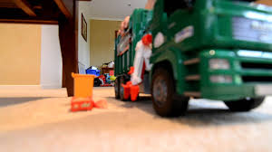 Zach The Garbage Truck 4 Bruder Side Loader - YouTube