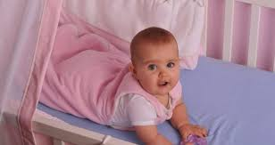 babydecke oder schlafsack so entscheiden sie richtig