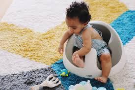 siege pour assis la baby snug de mamas papas le siège pour apprendre à bébé à se