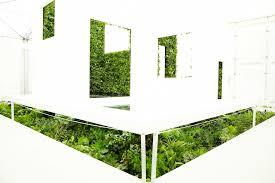 überraschendes grün geummauertes japanisches badezimmer