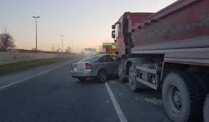 100 Truck Vs Car Heavy Delays On Busy Commuter Route Following Collision
