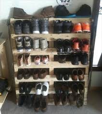 10 Recycled Pallet Shoe Racks