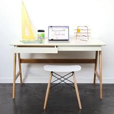 bureau 130 cm bureau scandinave laque et bois 120cm skoll bureaus