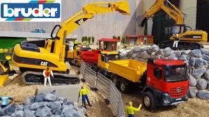 BRUDER TOYS TRUCKS Construction Site / Sand Transport Video For Kids ...