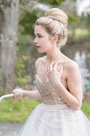 A Classic Top Knot Is An Amazing And Timeless Idea For Winter Wedding