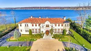 104 Water Front House 10 Front Homes That Celebrate Summer Robb Report