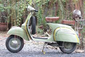 Beyond Vietnam However The Rest Of World Was Rediscovering Classic Style Italian Scooters Especially Those From So Called Golden Era