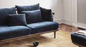 sofa fly sc2 mit holzrahmen tradition holzdesignpur