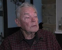 Burglars Pretend to Be Tree Trimmers Rob Home of Elderly Veteran