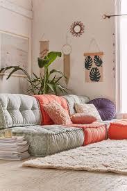 wie dekorieren zimmer mit boden kissen mobelde sofa