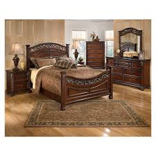 Leahlyn King Poster Bed