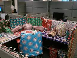 the best christmas decorated cubicle