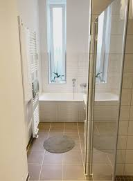 großes helles badezimmer in berlin neukölln badezimmer