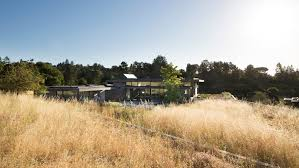 100 Feldman Architecture Tucks Meadow Home Into Grassy Californian Knoll