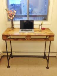 Pallet Stand Up Desk With Steel Pipe Legs