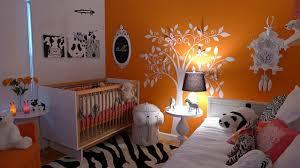 chambre zebre et déco bébé chambre arbre blanc mur orange zebre chambre bébé