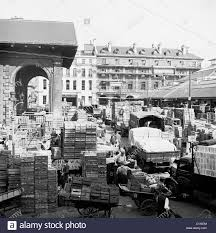 London, 1950s. Crates Of Food And Trucks Crowd Covent Garden Stock ... Skatergear Whosale Fingerboard Trucks Finger Skateboard Buy Solutions Inc Loxley Al New Used Cars Sales Ldon 1950s Crates Of Food And Trucks Crowd Covent Garden Stock Online Swedish From China Commercial 6204dwellyfreightlinercolumbiaactortruck132diecast West Alabama Tuscaloosa Cables Autocom 5381d Kinsmart 2014 Chevrolet Silverado Pick Up Truck 146 Scale Fuels Kc