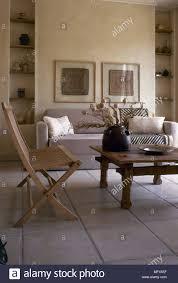 moderne wohnzimmer fliesen steinboden sofa rustikalem holz
