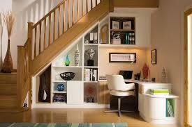 sous bureau bureau angle sous escalier aménagement sous escaliers
