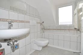 zentrumsnah 2 zimmer altbauwohnung bad mit fenster und