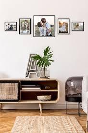 wohnzimmer bilderwand gestalten fotowand ideen