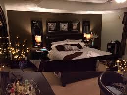 rosa und braun schlafzimmer ideen wand kunst weiß und