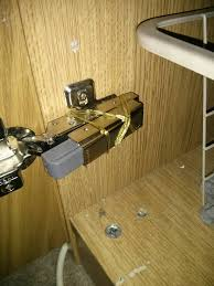 Soft Close Cabinet Hinges Ikea by Stupid Ikea Soft Closing Hinge Won U0027t Stay Attached Diwhy