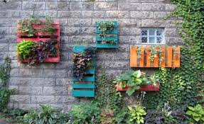 Do You Like Things That Are Bright Colorful And A Little Different Well If So Then Will Probably These Hanging Pallet Gardens