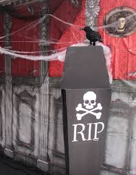 Scary Halloween Props For Haunted House by Best 25 Halloween Scene Setters Ideas On Pinterest Halloween
