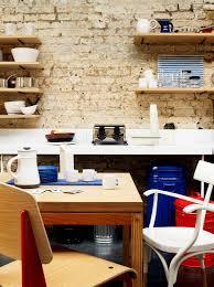 kleiner essbereich in einer küche vor bild kaufen